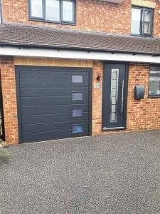 hormann_frontdoor_with_matching_garagedoor